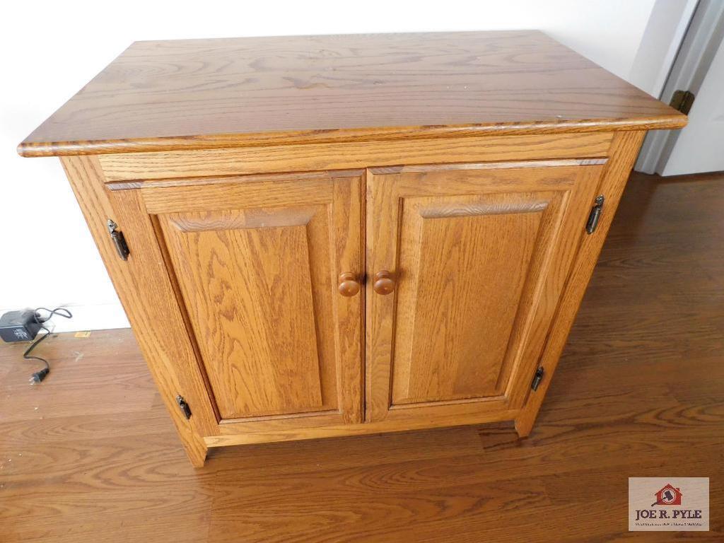Oak 2 door cabinet