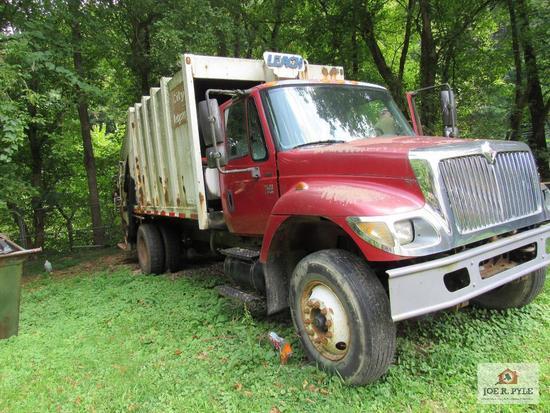 2004 International packer truck 7400 DT466 w 123,294 miles