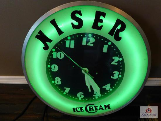 Niser lighted Ice cream clock