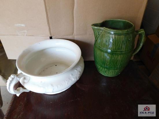 Vintage green barrel pitcher & chamber pot