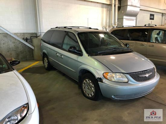 2002 Chrysler Town & Country Van, VIN # 2C4GP443X2R501704