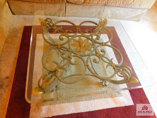 "3'-4"" glass top coffee table & rug"