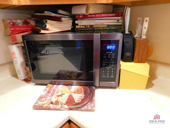 Sharp microwave & cookbooks