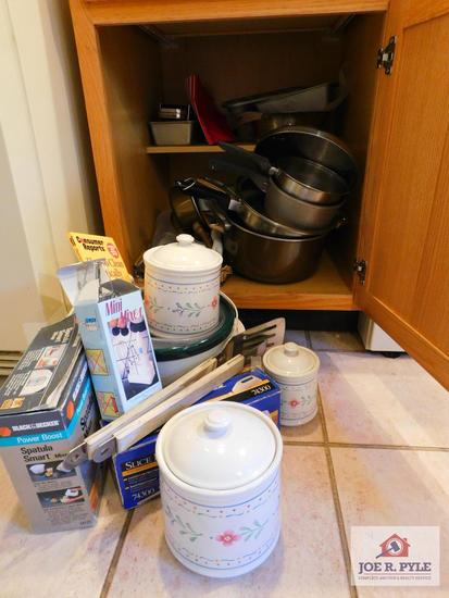 Slow cooker, mixer, electric knife, pots & pans