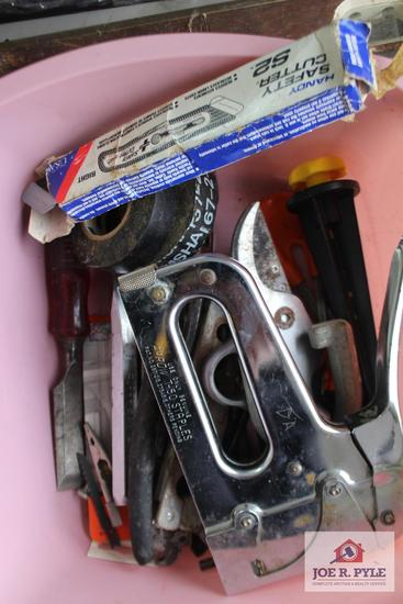 1 Lot of industrial stapler, chisels, wire cutters, tub & valve shower set, smoke/carbon alarm,