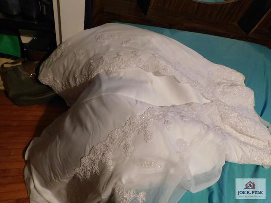 David's Bridal wedding dress size 26W with slip