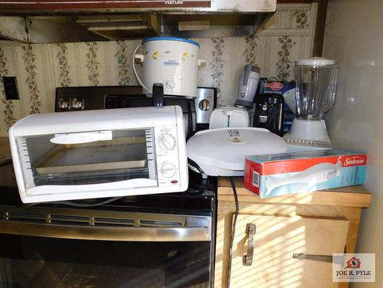 1 Lot of kitchen items to include toaster oven, deep fryer, blender, George Forman grill, etc.