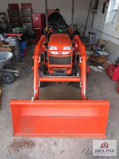 4Wd Kubota B2920 Tractor W Front End Loader & Belly Mower