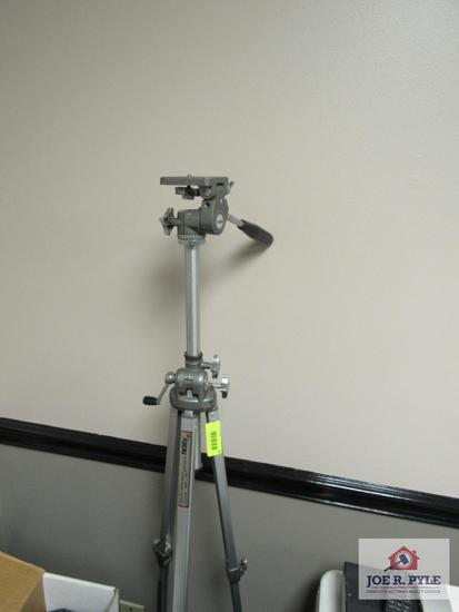 FOCAL TRIPOD MODEL 20-08-40 25-62 INCHES