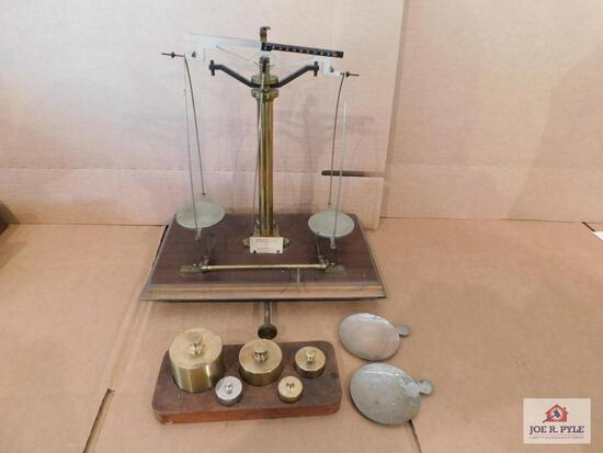 Voland & Sons Analytical Scale With Weights