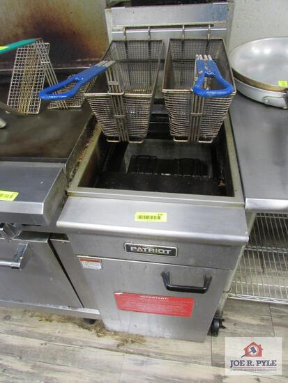 Patriot stainless steel 2 basket deep fryer w natural gas