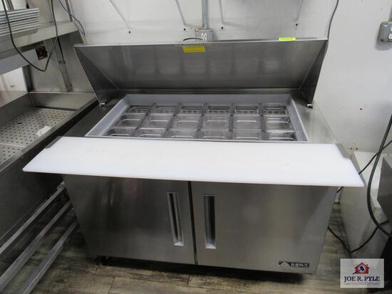 Refrigerated prep table Berg brand 4ft