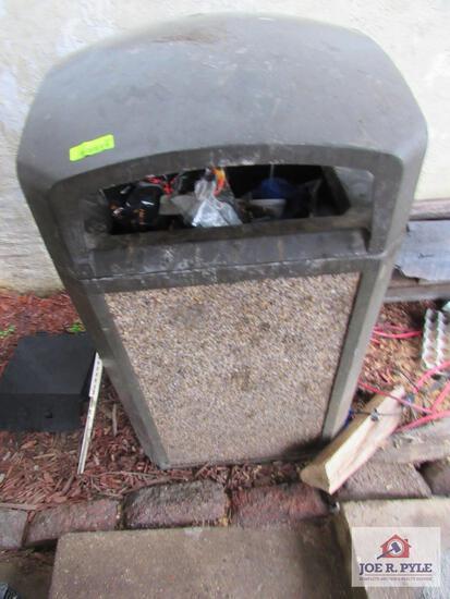 OUTDOOR trashcan