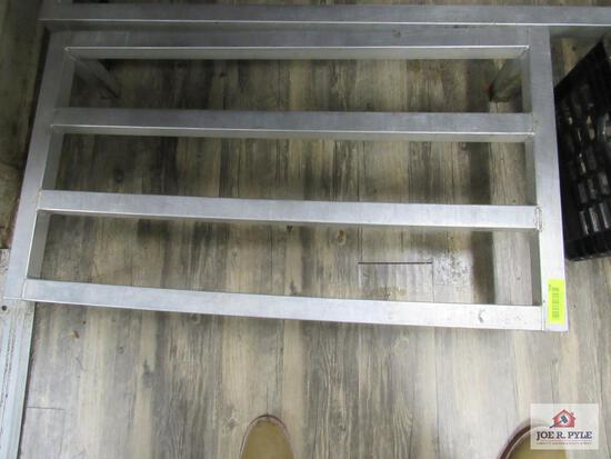 3 ft dunnage rack