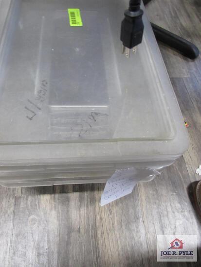 3 Rubbermaid 3 1/2 gallon container w lids