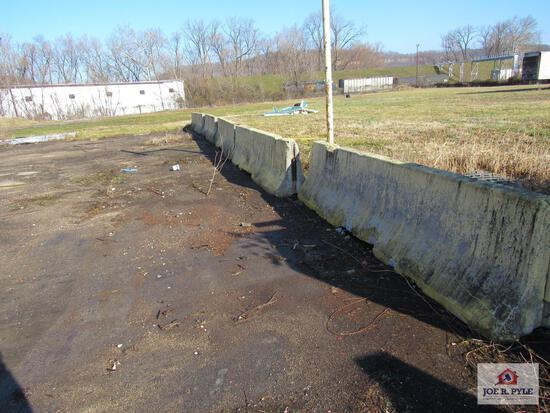 lot of 5 concrete barriers
