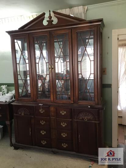 Modern shell pattern china cabinet