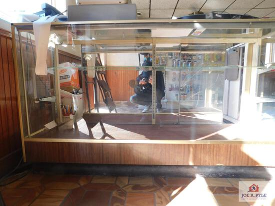 Glass display case approx. 6ft