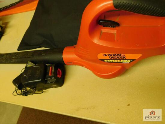 Black & Decker cordless broom w/ charger