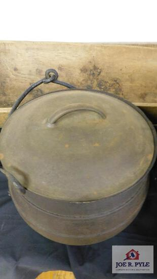 Cast iron footed kettle w/ lid