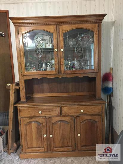 Modern China cabinet hutch with glass doors