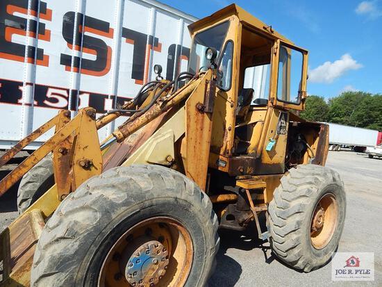 Allis-Chalmers 940 Front-end loader w/ bucket & forks Serial #: 940-1501