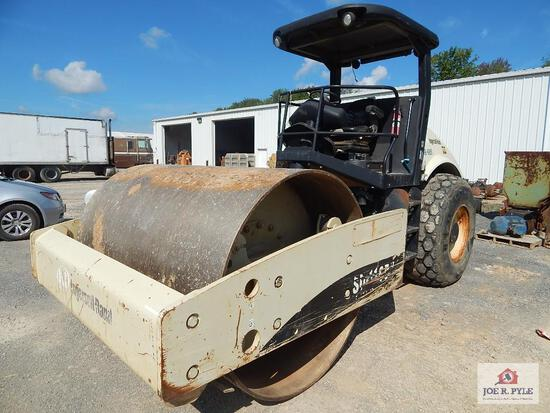 Ingersoll Rand smooth drum roller model # sd-116DXTF / Serial #: 185951
