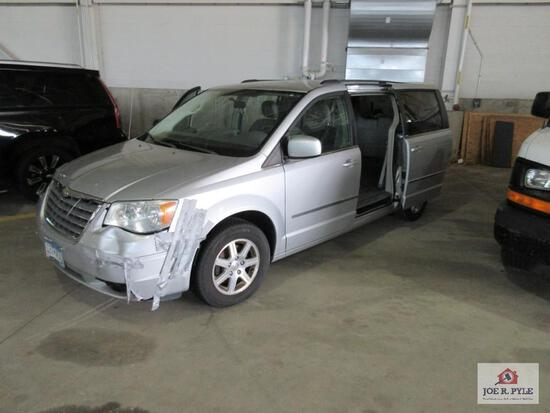 2009 Chrysler Town & Country Van, VIN # 2a8hr54109r618679