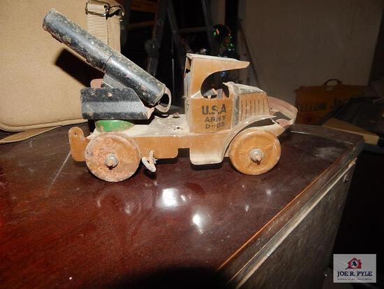 Early Marks tine windup military truck