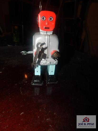 Tin windup robot w/ key