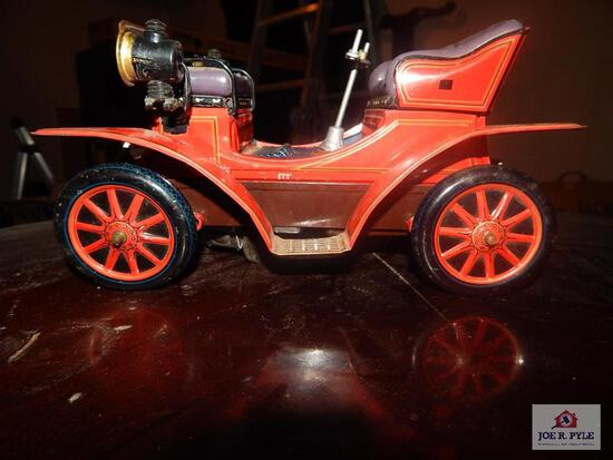 Tin battery operated toy car