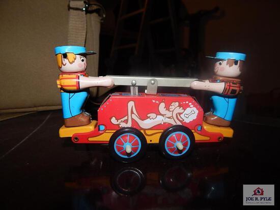 Tin windup rail car w/ key