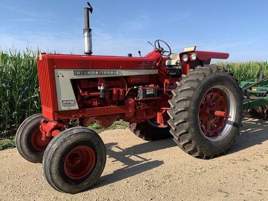 IH 806 Diesel Tractor