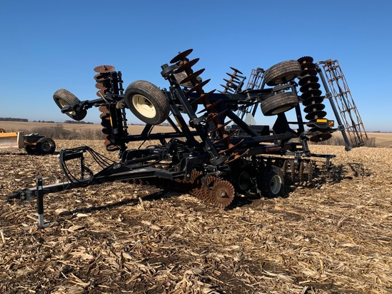 M&W Earth Master MWT2500 25' Vertical Tillage Disc