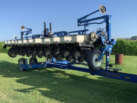 2013 Kinze 3600 12R 30' Planter