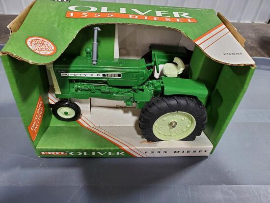 OLIVER 1555 TOY TRACTOR IN BOX
