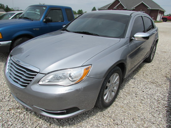 2013 Chrysler 200 Miles: 41,700