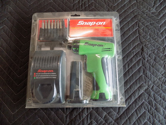 Snap on cordless screwdriver set