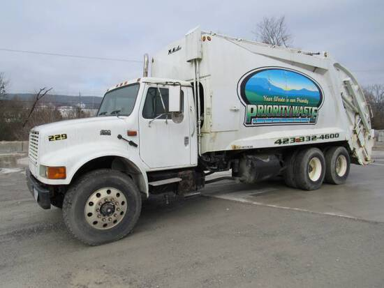 2001 INTERNATIONAL 4900 T/A TRASH TRUCK
