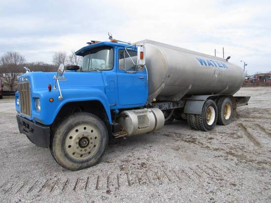OUT OF AUCTION: 1987 MACK T/A WATER TRUCK