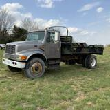 1996 INTERNATIONAL 4700 S/A FLATBED TRUCK