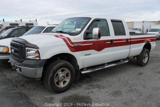 2006 Ford F350 Lariat Crew Cab 4x4 Pickup Truck (INOPERABLE)