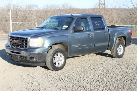 2007 GMC Sierra Crew Cab 4x4 Pick Up Truck