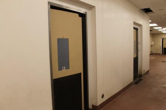 Insulated Walk In Cooler; 5 Pcs Mueller Doors
