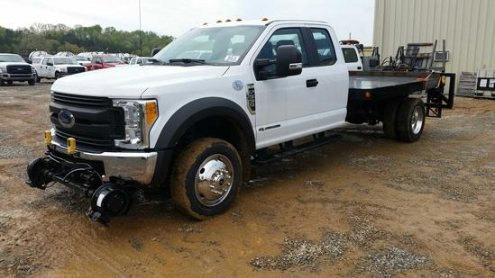 2017 Ford F-550 Ext. Cab 4x4 Flatbed Truck