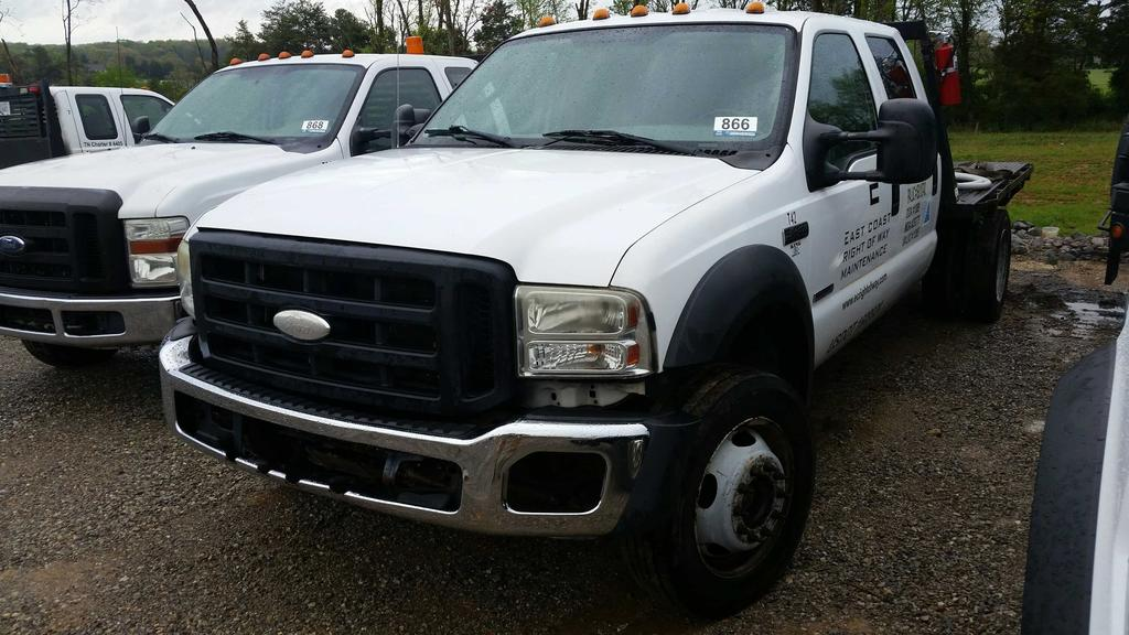 2006 Ford F-450 4WD Crew Cab Flatbed Truck (Unit #T42)