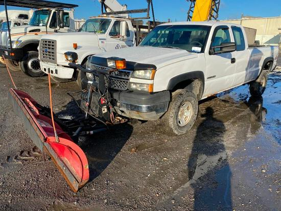2005 CHEVROLET 2500 EXT. CAB 4x4 SNOW PLOW PICKUP TRUCK