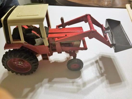 International 1586 Toy Tractor, Loader