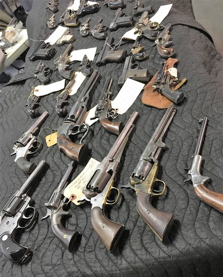 Firearms, WWII and Military Collectibles