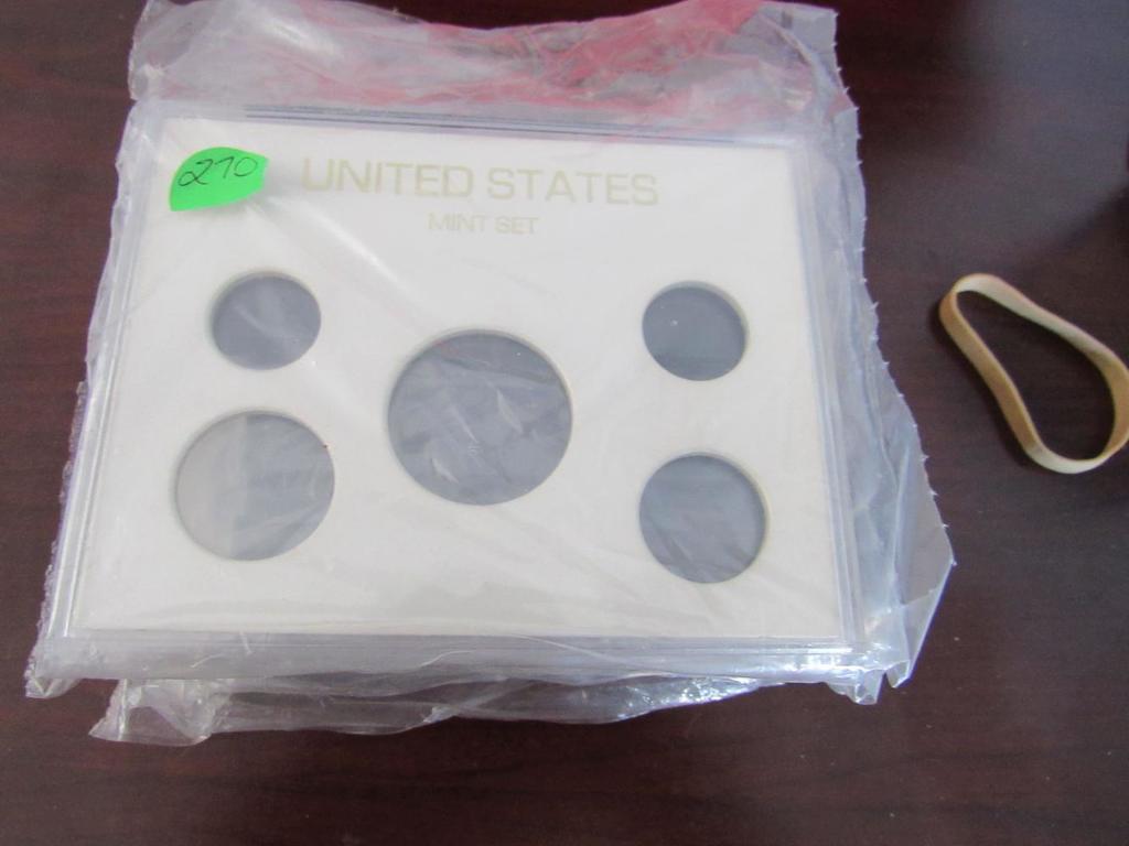 4 Plastic Mint Set Holders
